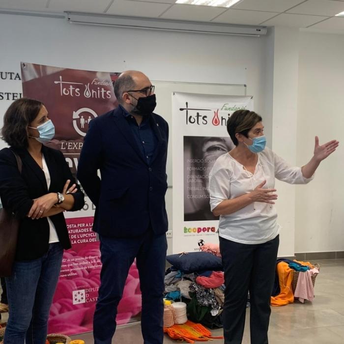 El diputado de Promoción Económica visita la exposición «Upcycling por la inserción laboral» en el Centro CEDES de Albocàsser